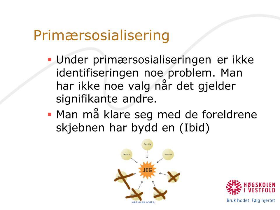 Primærsosialisering Under primærsosialiseringen er ikke identifiseringen noe problem. Man har ikke noe valg når det gjelder signifikante andre.
