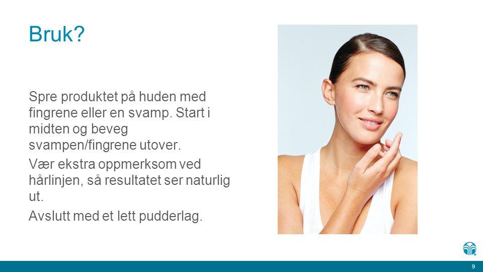 Bruk Spre produktet på huden med fingrene eller en svamp. Start i midten og beveg svampen/fingrene utover.