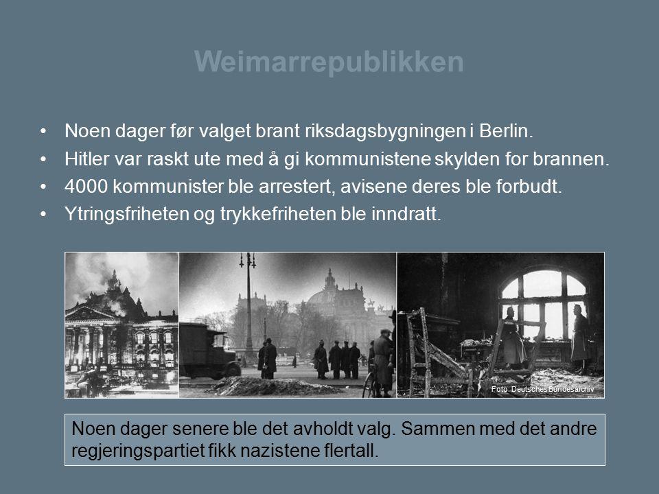 Weimarrepublikken Noen dager før valget brant riksdagsbygningen i Berlin. Hitler var raskt ute med å gi kommunistene skylden for brannen.