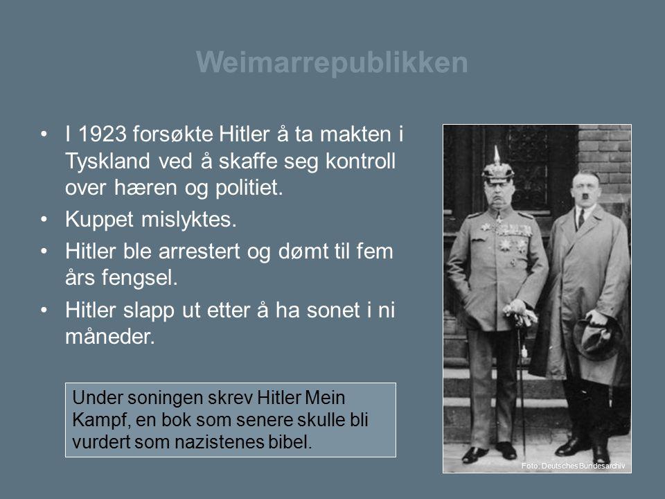 Weimarrepublikken I 1923 forsøkte Hitler å ta makten i Tyskland ved å skaffe seg kontroll over hæren og politiet.