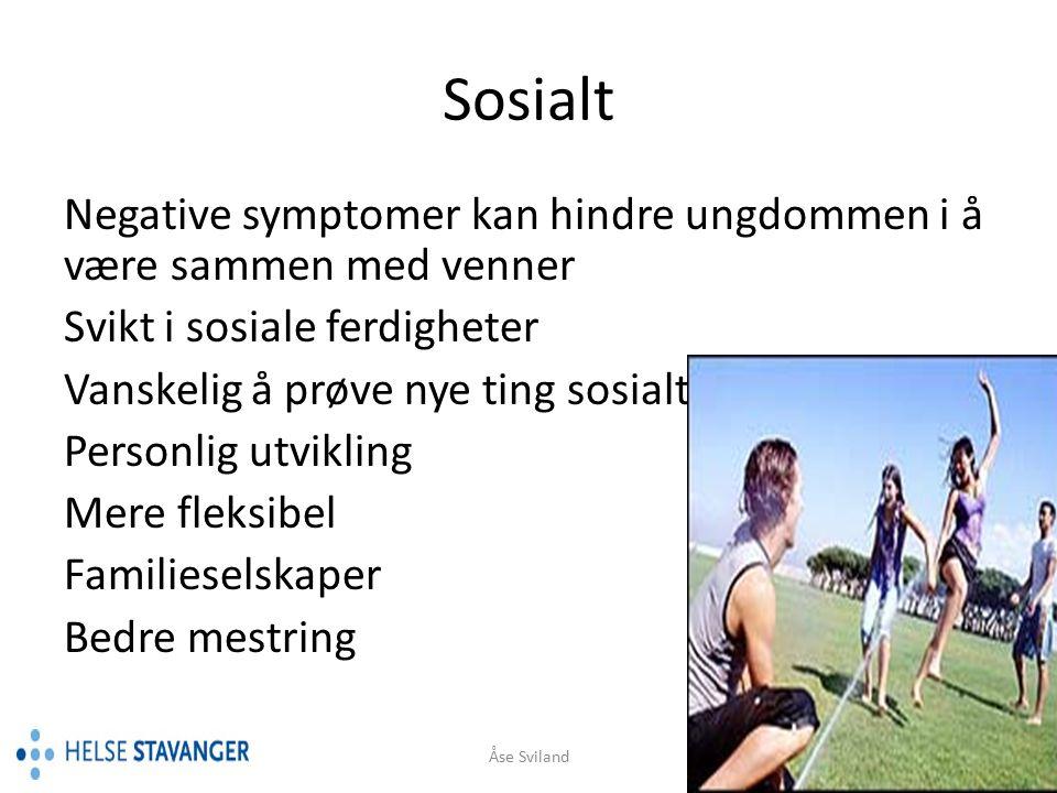 Sosialt Negative symptomer kan hindre ungdommen i å være sammen med venner. Svikt i sosiale ferdigheter.