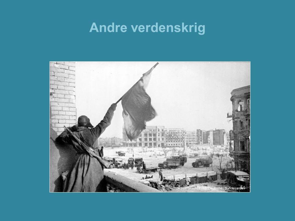 Andre verdenskrig Bilde: Sovjetisk soldat feirer seieren i slaget ved Stalingrad.