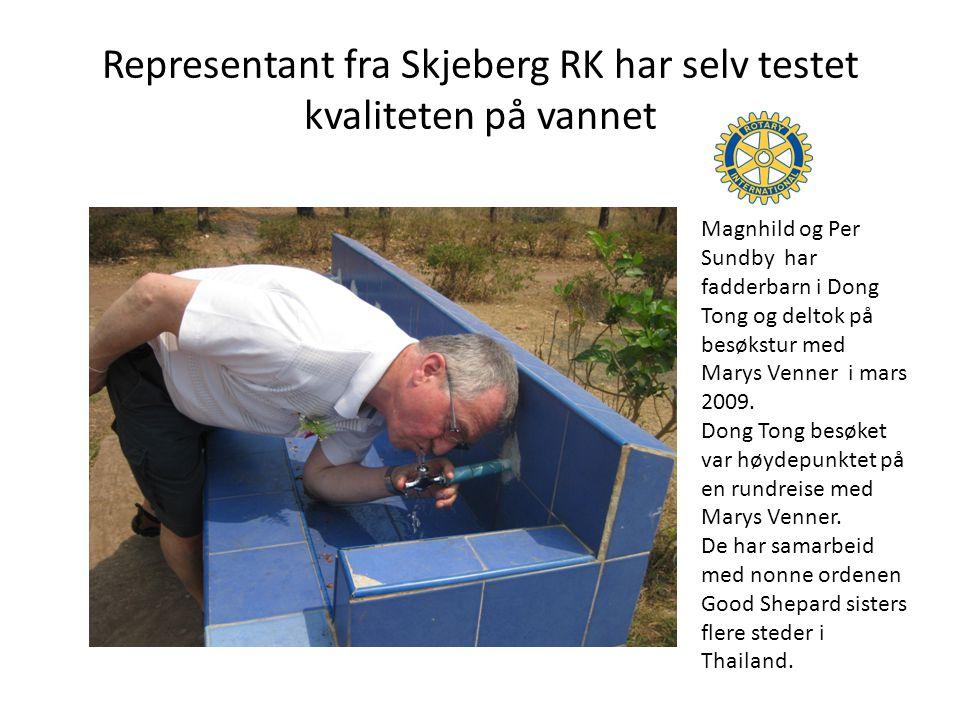 Representant fra Skjeberg RK har selv testet kvaliteten på vannet
