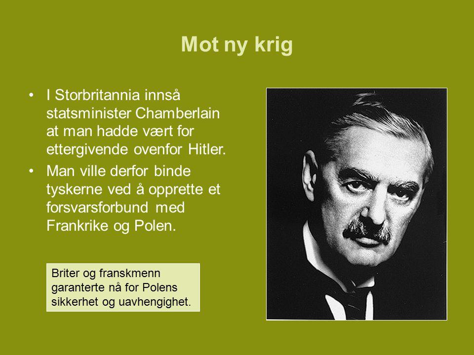 Mot ny krig I Storbritannia innså statsminister Chamberlain at man hadde vært for ettergivende ovenfor Hitler.