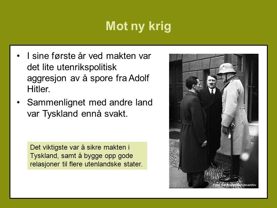 Mot ny krig I sine første år ved makten var det lite utenrikspolitisk aggresjon av å spore fra Adolf Hitler.