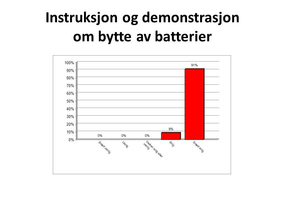 Instruksjon og demonstrasjon om bytte av batterier